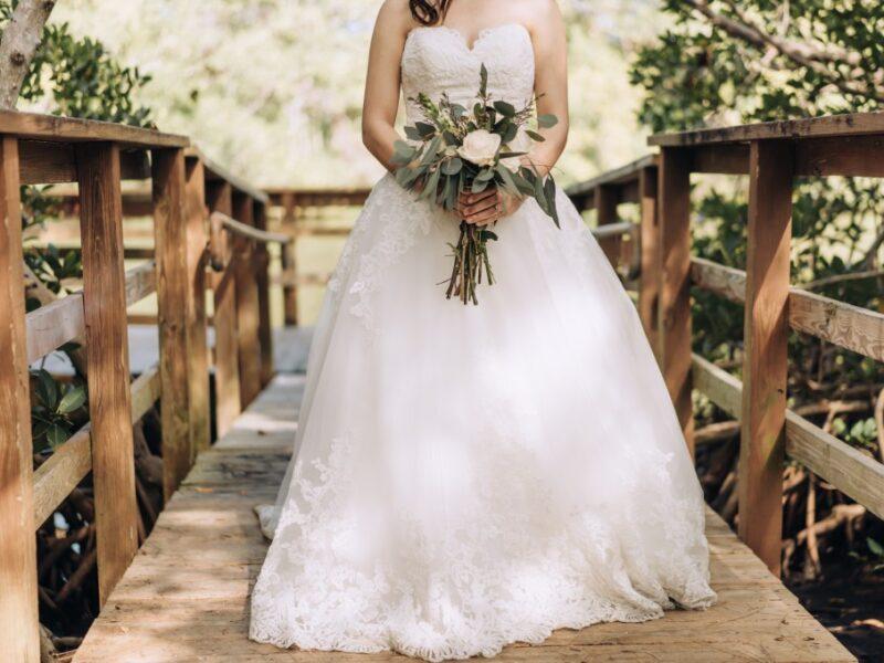 Best Bouquet for Your Wedding Dress