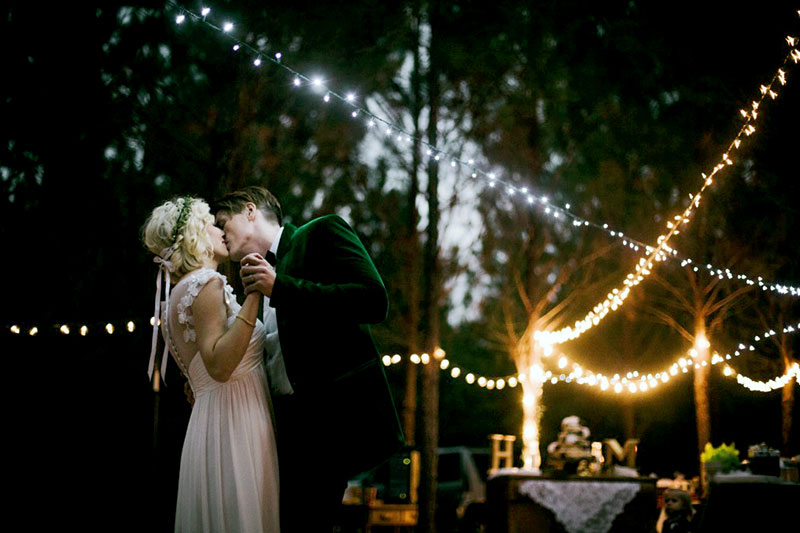 Pros and Cons of an Evening Wedding Ceremony